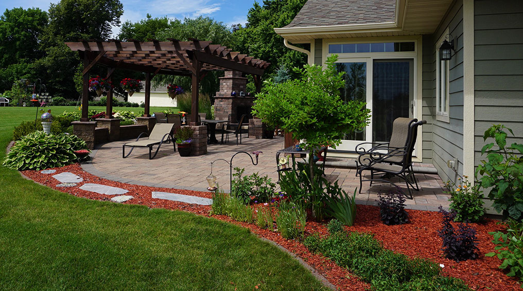 3 Ways to Get the Landscaping Ready for Summer